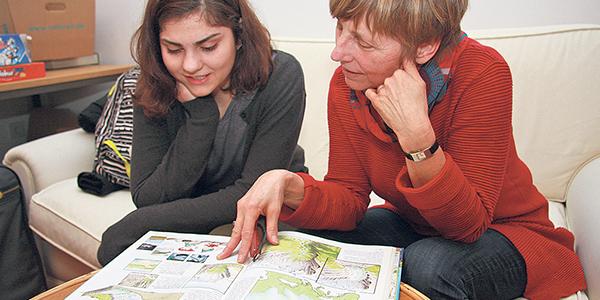 sude-und-frau-becker-beim-lesen_mentor_600_300