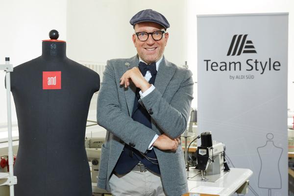 Aldi Kühlschrank Yoga : Designwettbewerb: mitarbeiter bekommen neue kleidung aldi sÜd blog