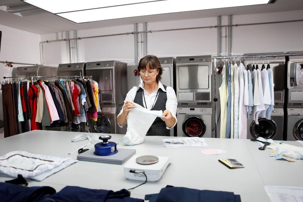 Marion Weber-Rüter stellt sicher, dass das Textil-Angebot von ALDI SÜD immer den höchsten Qualitätsstandards entspricht.