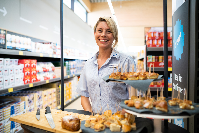 Ein besonderer Empfang erwartet die ALDI SÜD Kunden bei Neueröffnungen.