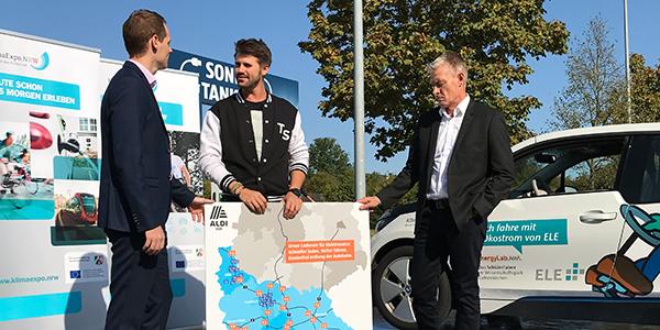 Thore Schölermann macht bei seier KlimaTour auch Halt bei ALDI SÜD.