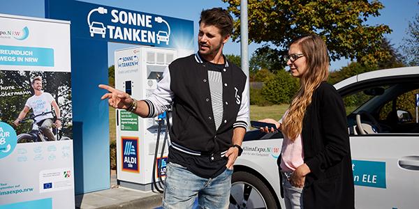 Thore Schölermann erzählt bei seiner KlimaTour, warum er sich engagiert.