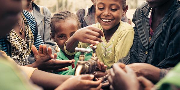Viva con Aqua engagiert sich mit sozialen Projekten in Äthiopien.