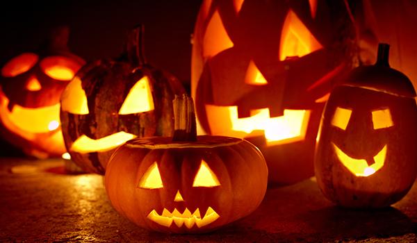 Schnitzanleitung für Halloween-Kürbisse