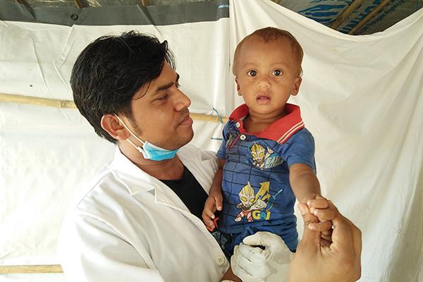 Der Arzt Mohammad Ariful Haque hat seine Kindheit in einem SOS-Kinderdorf verbracht.