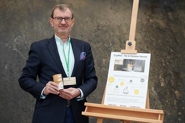 Nachhaltige Kaffeebecher aus Keksteig.