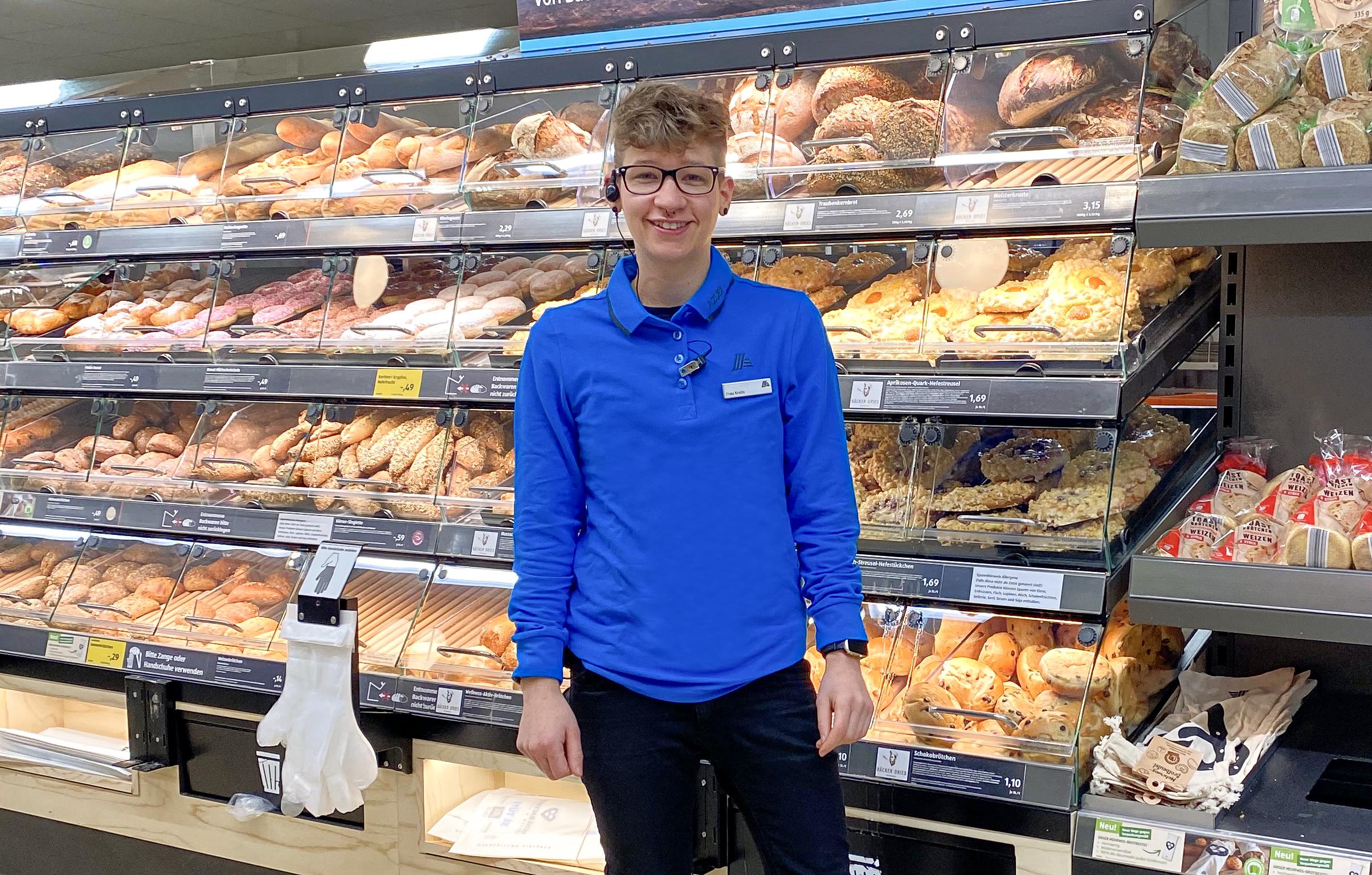 Theresa Krebs (22) von ALDI Bingen wird als bundesbeste Auszubildende ausgezeichnet. Die praktische Ausbildung absolvierte sie größtenteils in der Wiesebadener ALDI SÜD Filiale in der Mainzer Straße 158.